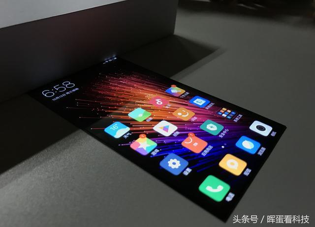Xiaomi Smartphone con pantalla flexible 1