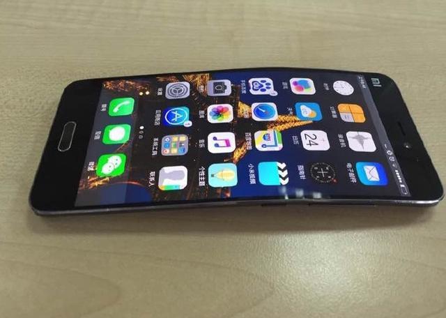 Xiaomi Mi Note 2 cuerpo flexible avistado en fotos 3