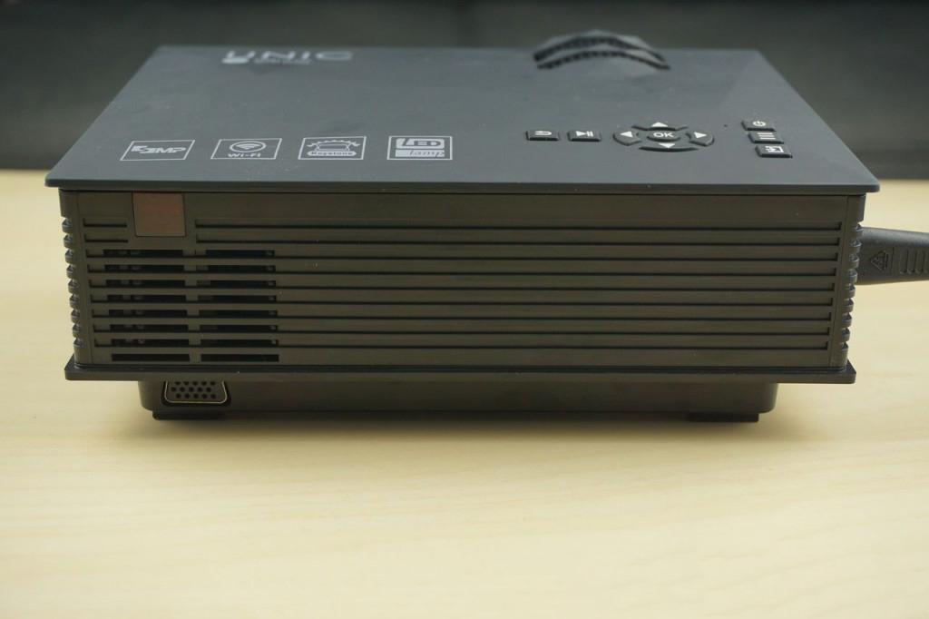 UNIC UC46 Mini WIFI Portable trasero