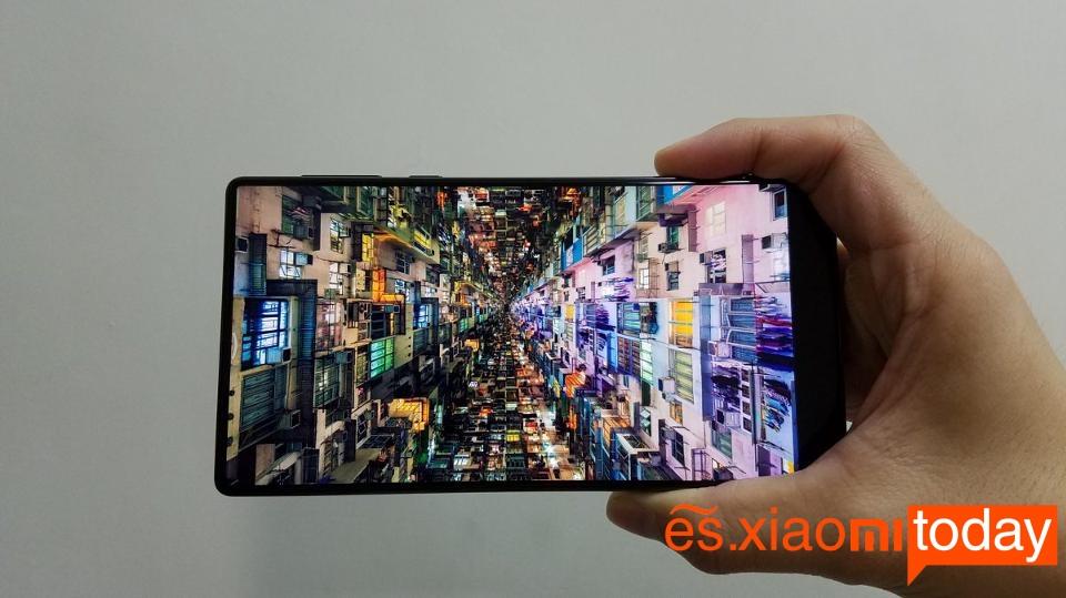 Al fin ponemos nuestras manos en el Xiaomi Mi Mix