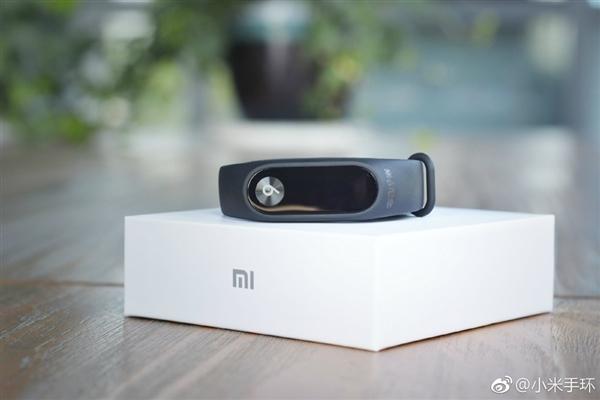 Xiaomi Mi Band 2 edición conmemorativa del Mi6 anunciada unboxing