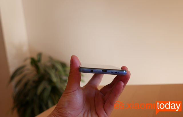 Elephone P8 Mini diseño inferior