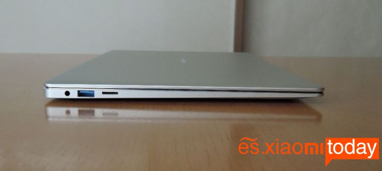 Jumper EZBook 3 Pro lado izquierdo