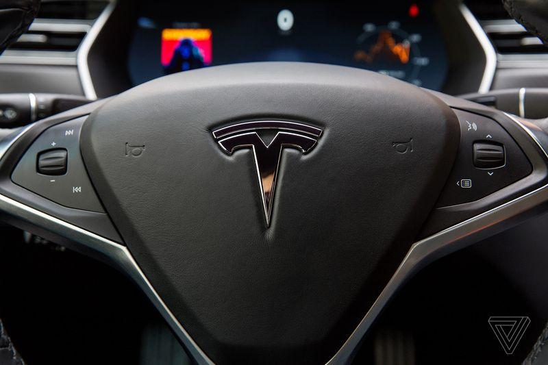 Tesla 3 volante
