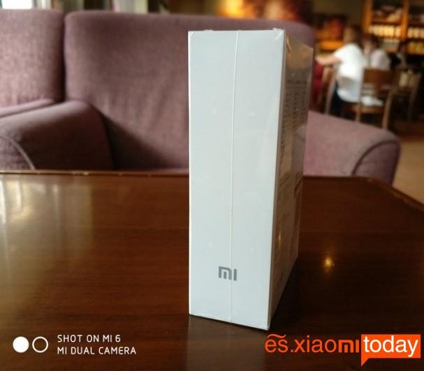 Xiaomi Mi ANC caja lateral derecho