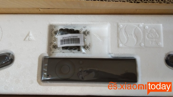 Xiaomi Mi TV 4A caja contenido