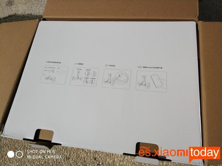 Xiaomi Ninebot Plus caja cartón blanco