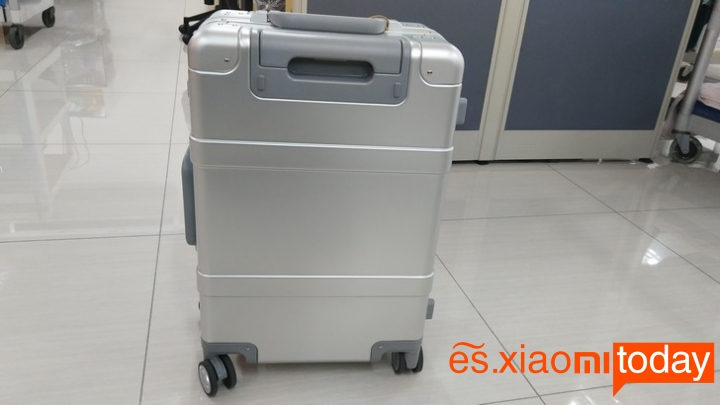 Xiaomi 20 inch Metal Travel Suitcase diseño parte frontal