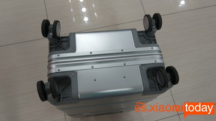 Xiaomi 20 inch Metal Travel Suitcase diseño parte inferior