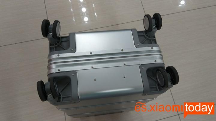 Xiaomi 20 inch Metal Travel Suitcase diseño parte inferior
