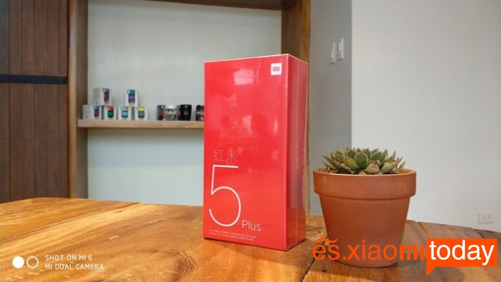 Xiaomi Redmi 5 Plus caja parte frontal