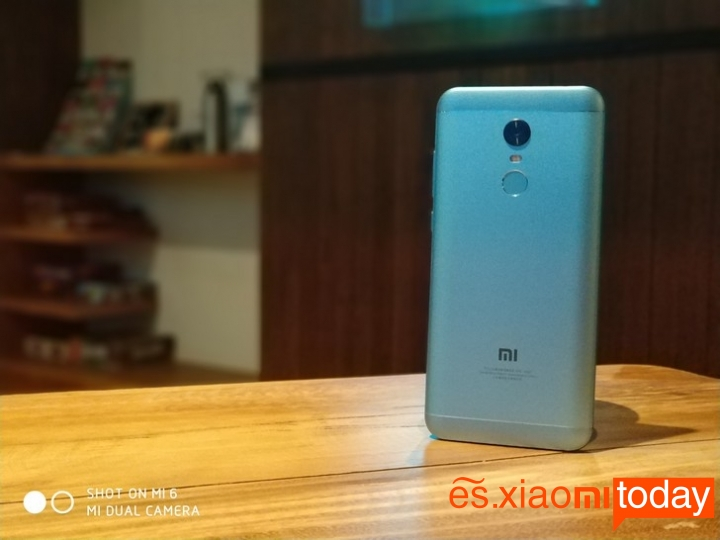 Xiaomi Redmi 5 Plus diseño parte posterior