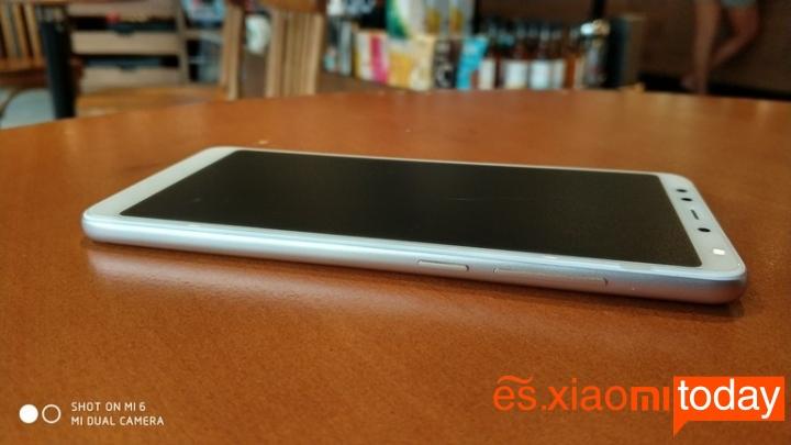 Xiaomi Redmi 5 diseño lateral derecho