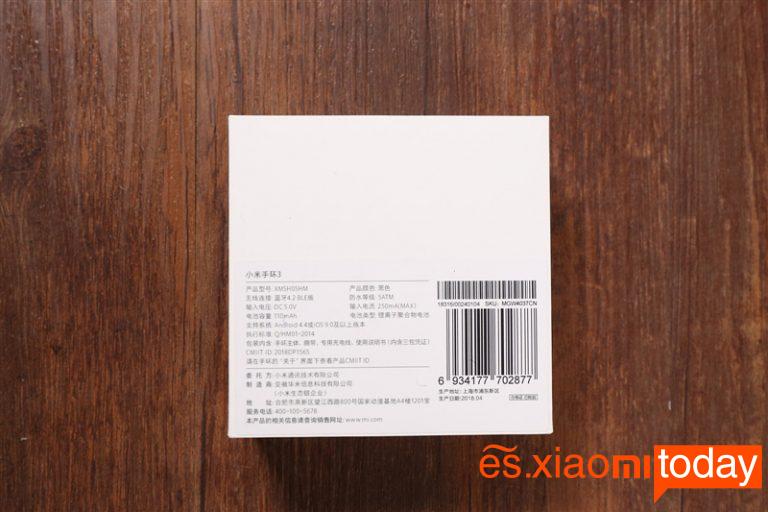 Parte posterior del empaque de la Xiaomi Mi Band 3