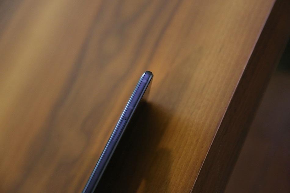 HTC U12+ Costado izquierdo