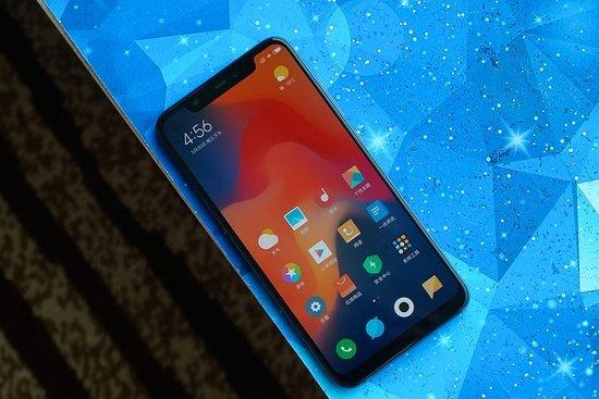 Primeras impresiones del Xiaomi Mi 8 versión azul - Pantalla
