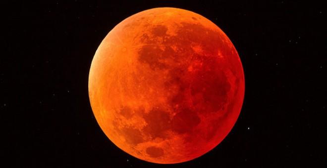 Eclipse Carmesí