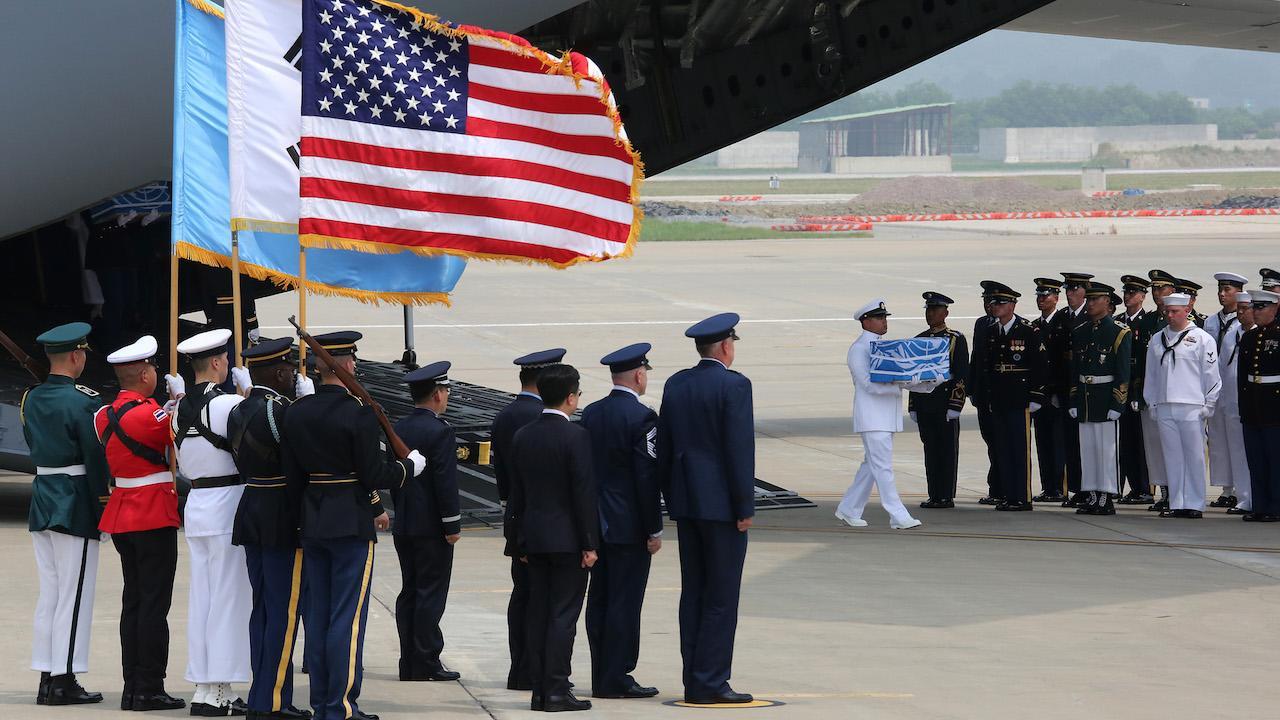 Entrega de los restos de soldados americanos de Corea del Norte