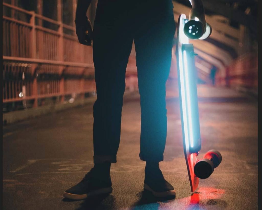 XIAOMI ACTON Electric Skateboard luces led