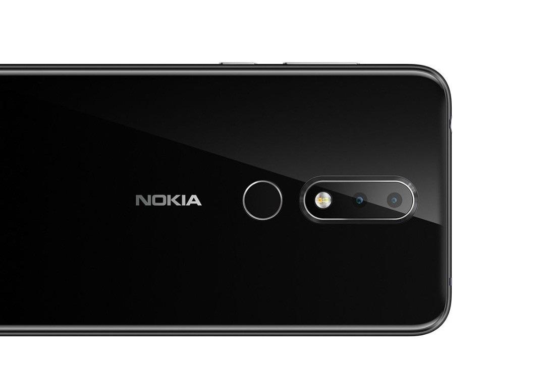 Nokia X6 diseño posterior