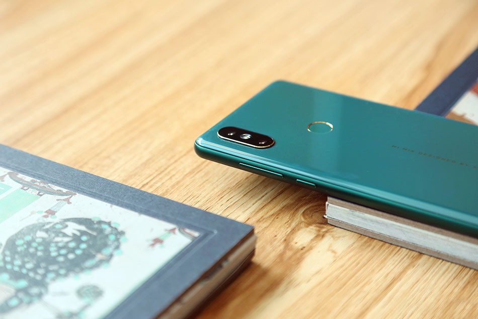 Xiaomi Mi MIX 2S Emerald Jade diseño 1