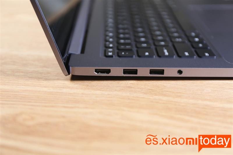 Xiaomi Notebook Pro GTX izquierda