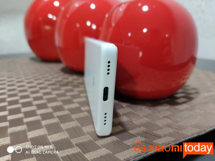 Xiaomi QIN 1S diseño inferior