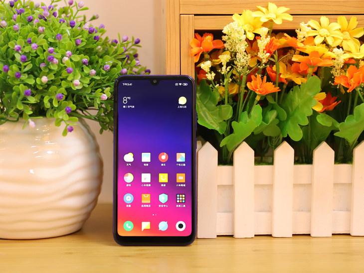 Xiaomi Play: un gran teléfono inteligente con su propio tráfico móvil