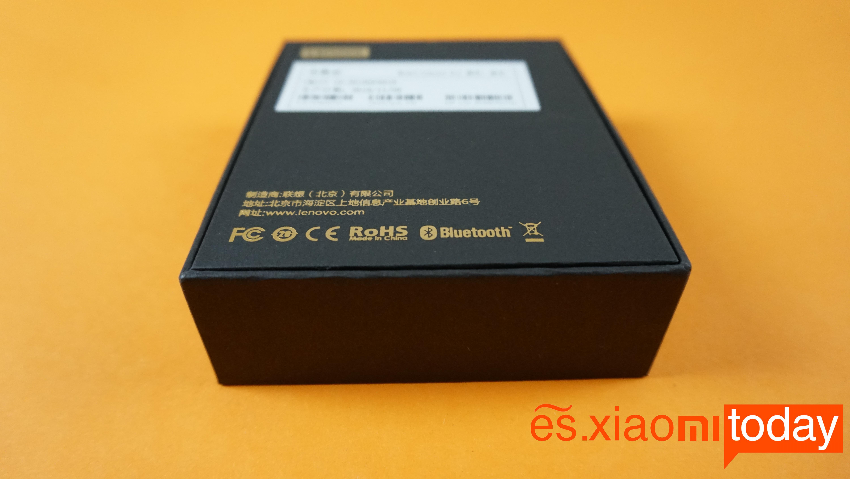 Lenovo Air TWS análisis caja posterior