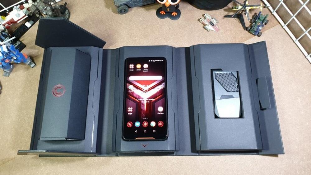 ASUS ROG Phone caja interior