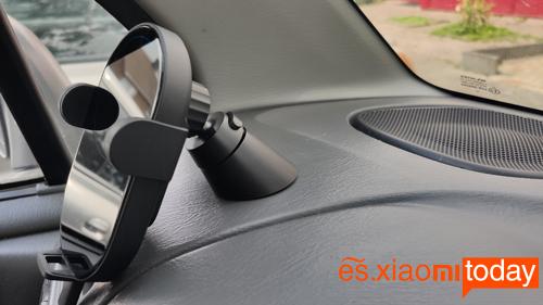Mi Wireless 20W Car Charger Análisis: base adhesiva